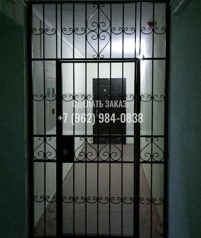 Решётчатая тамбурная дверь